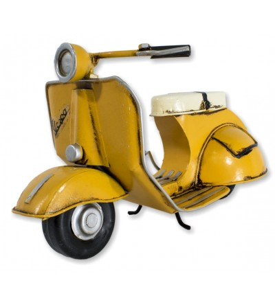 Motocicleta Vespa decorativa amarela