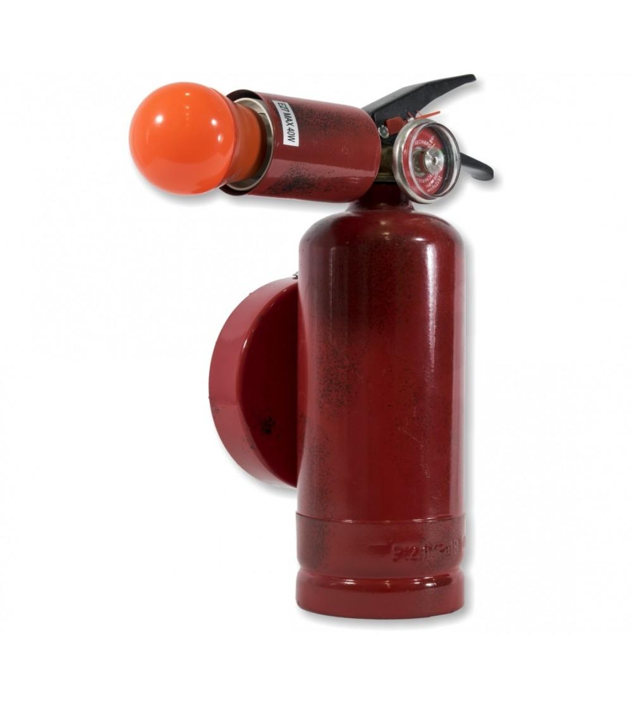 Feuerlöscherdekoration auftragen