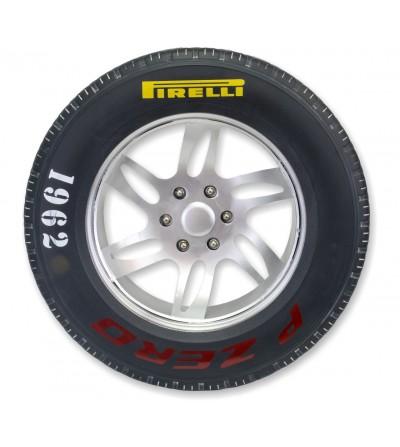 Dekoratives Pirelli-Reifenrad aus Metall