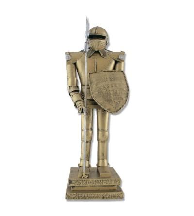 Figura guerrero con armadura de pie