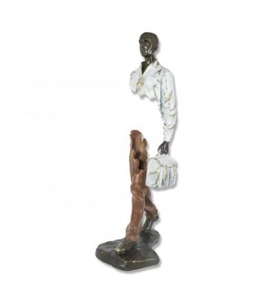 Escultura Bruno Catalano hombre maletin