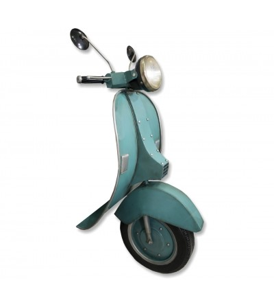 Front Vespa green water with light