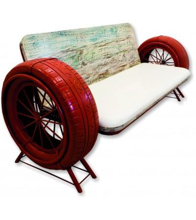 Sofá vintage de madeira e metal com rodas