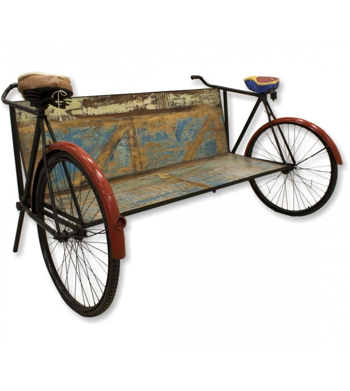 Poltrona vintage in legno con biciclette