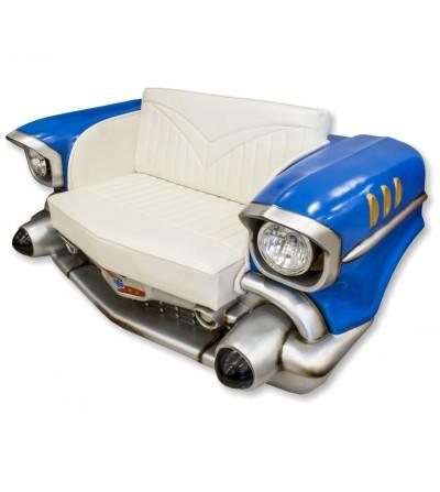 Sofá Chevrolet azul com luzes