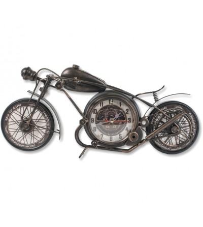 Vintage schwarze Motorraduhr und metallisches Kupfer